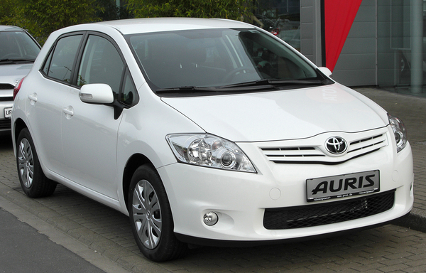 TOYOTA AURIS HSD 136H BUSINESS Hybride essence électrique